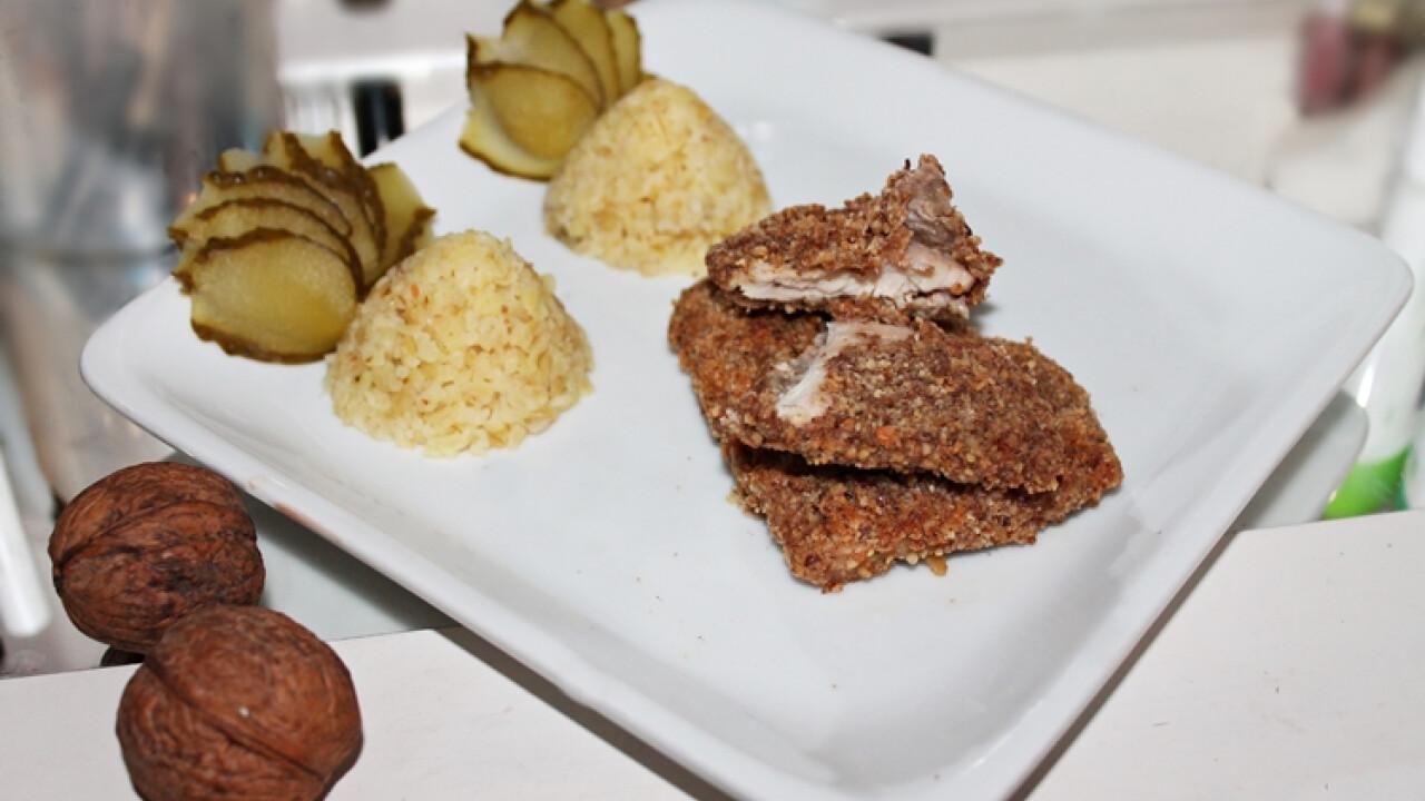 Diópanírban sült hús bulgurpiramissal