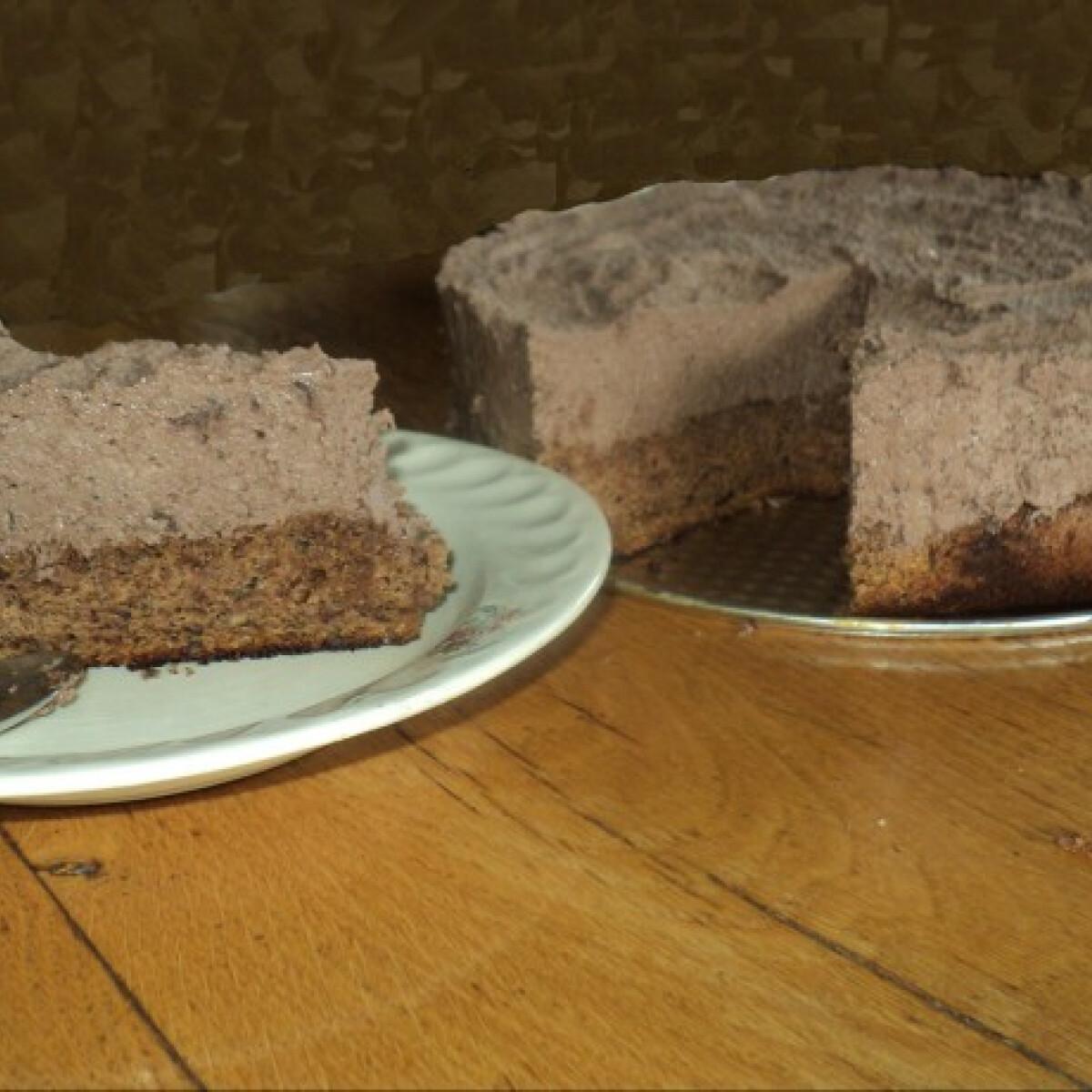 Ezen a képen: Diós-mogyorós csokimousse-torta Onyxka módra