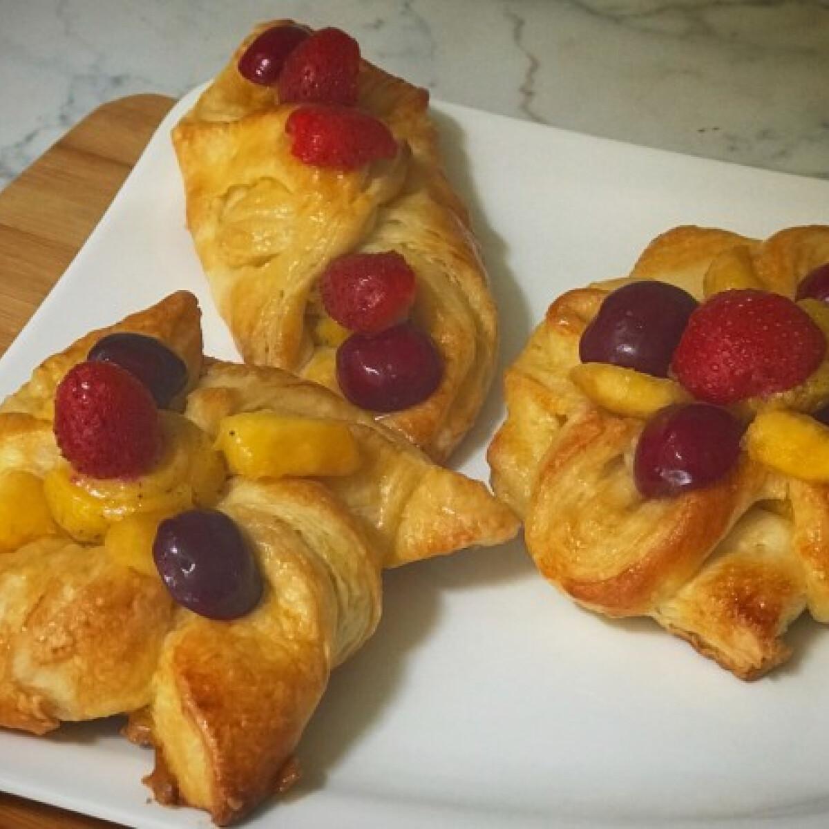 Ezen a képen: Gyümölcsös péksütemény