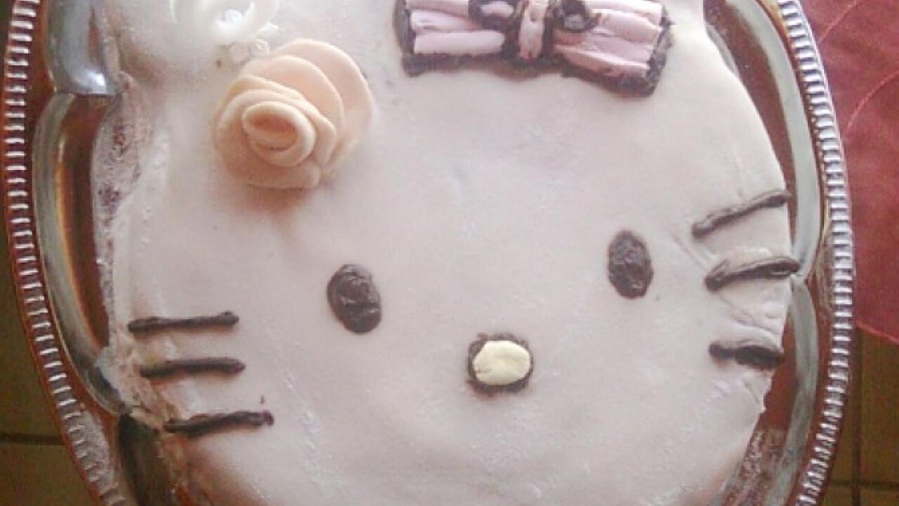 Csokoládés Hello Kitty torta Saci konyhájából