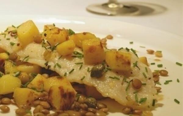 Grillezett nyelvhal meleg salátaágyon