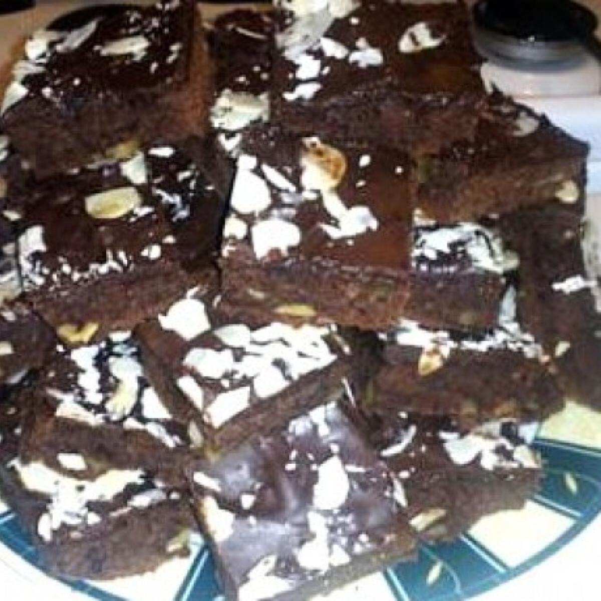 Ezen a képen: Karácsonyi diós-csokis süti