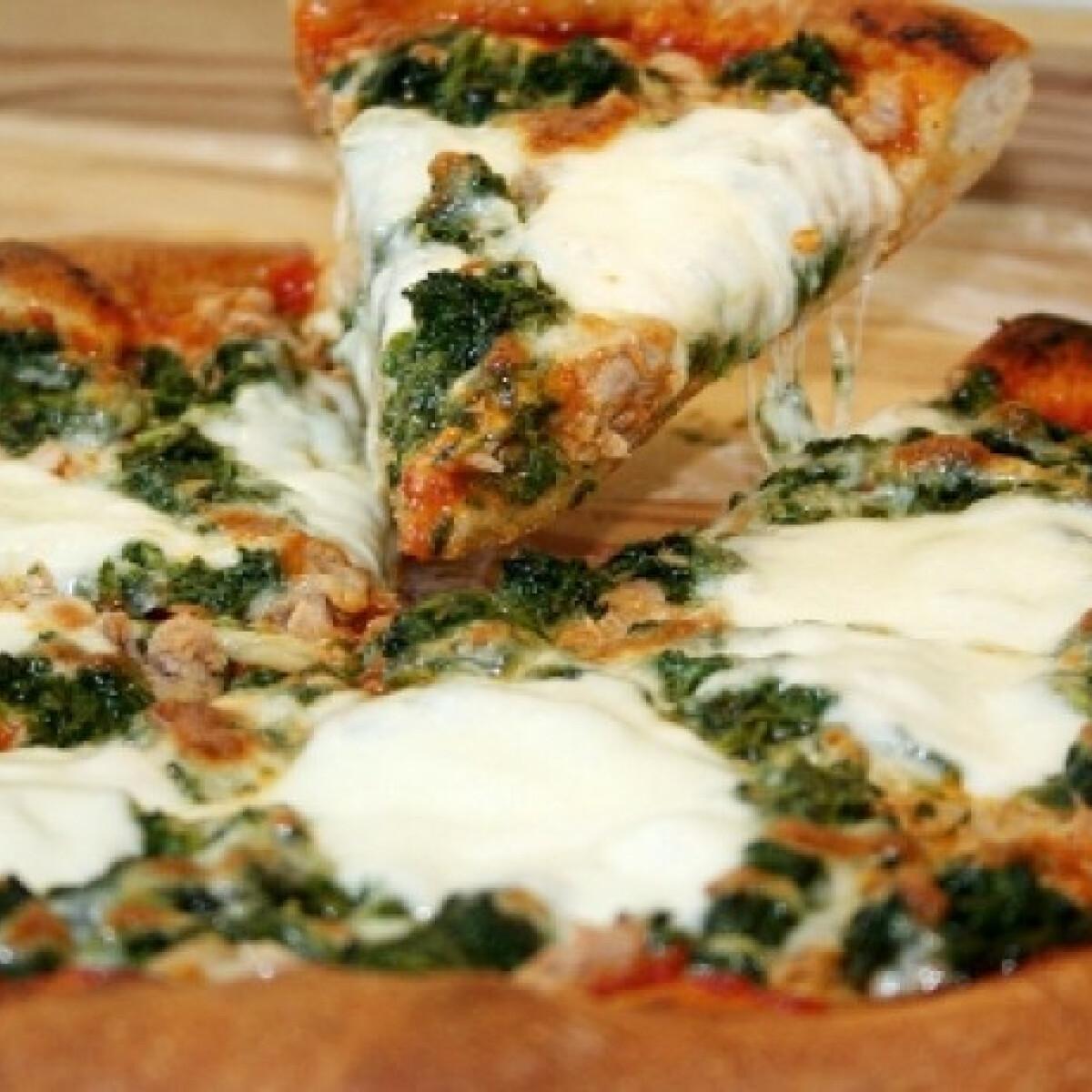 Spenótos-tonhalas pizza
