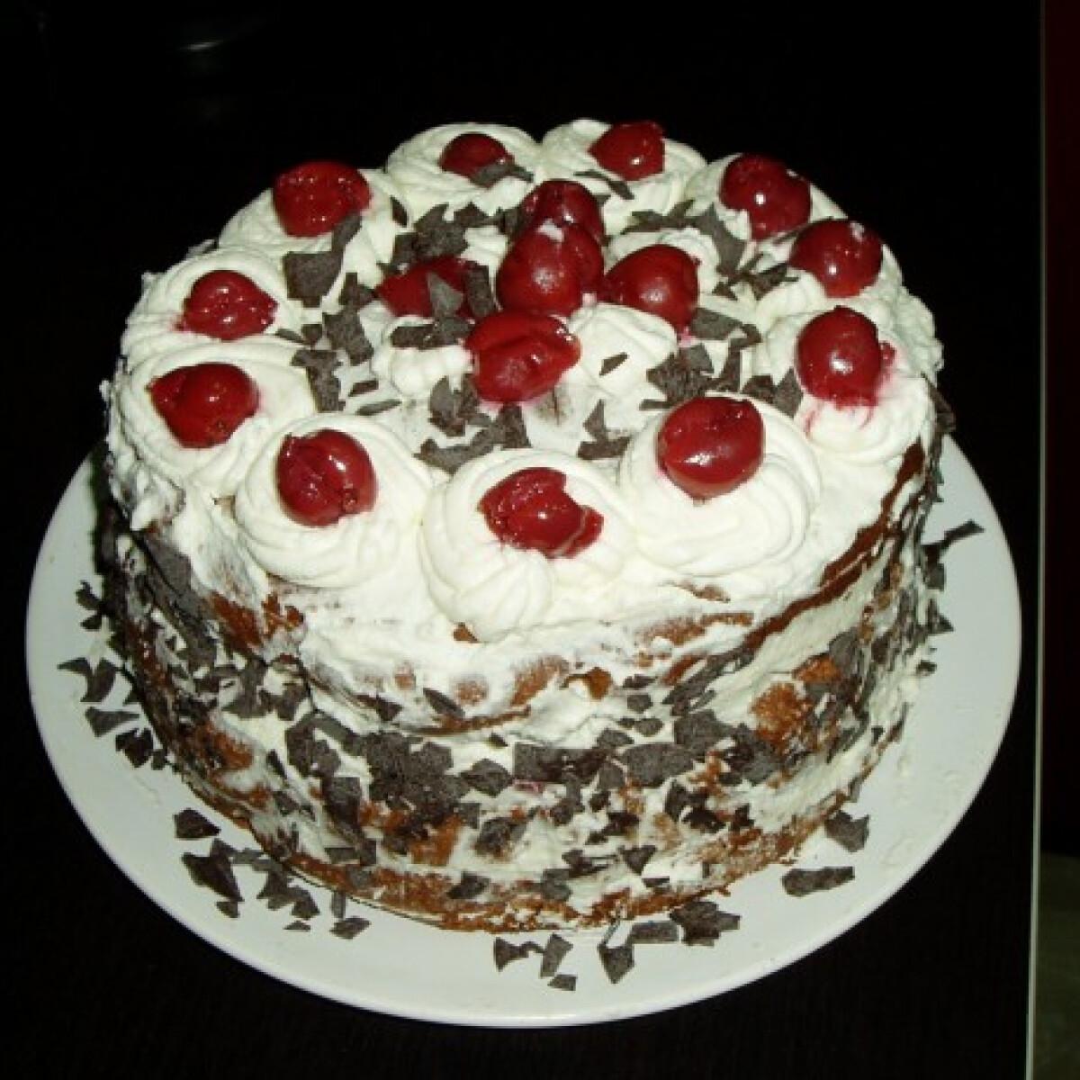 Ezen a képen: Feketeerdő torta Linne konyhájából