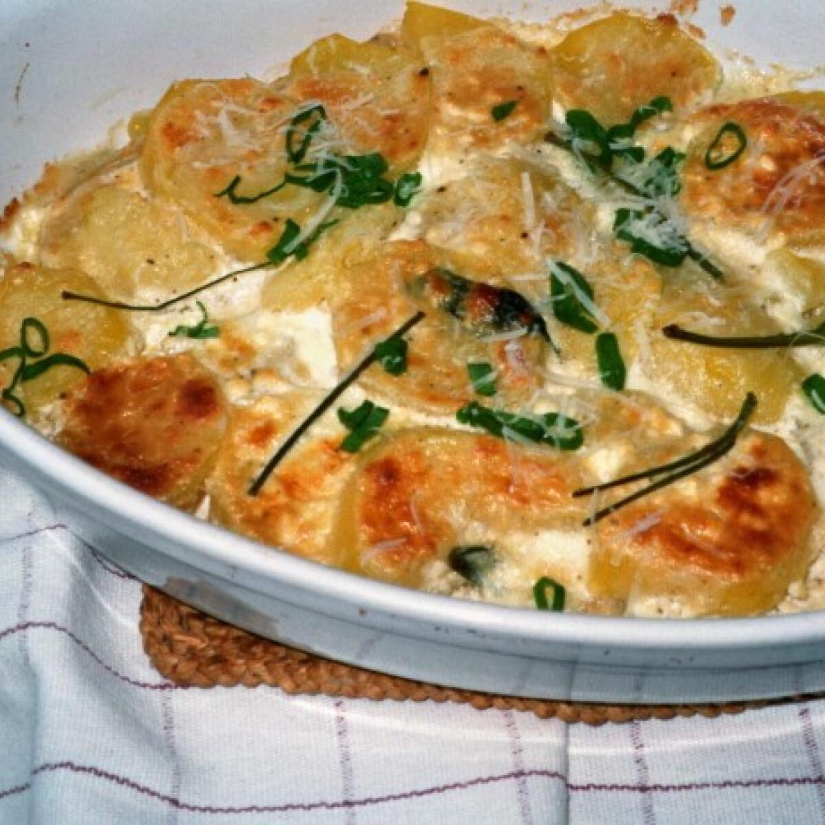 Ezen a képen: Csőben sült krumpli zellerrel és fetás öntettel