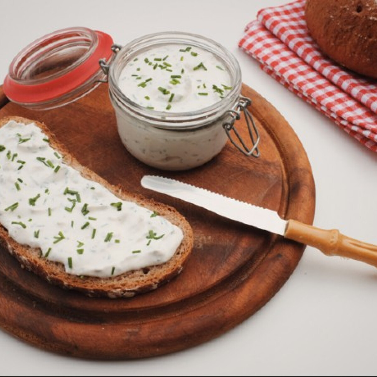 Ezen a képen: Snidlinges sajtkrém