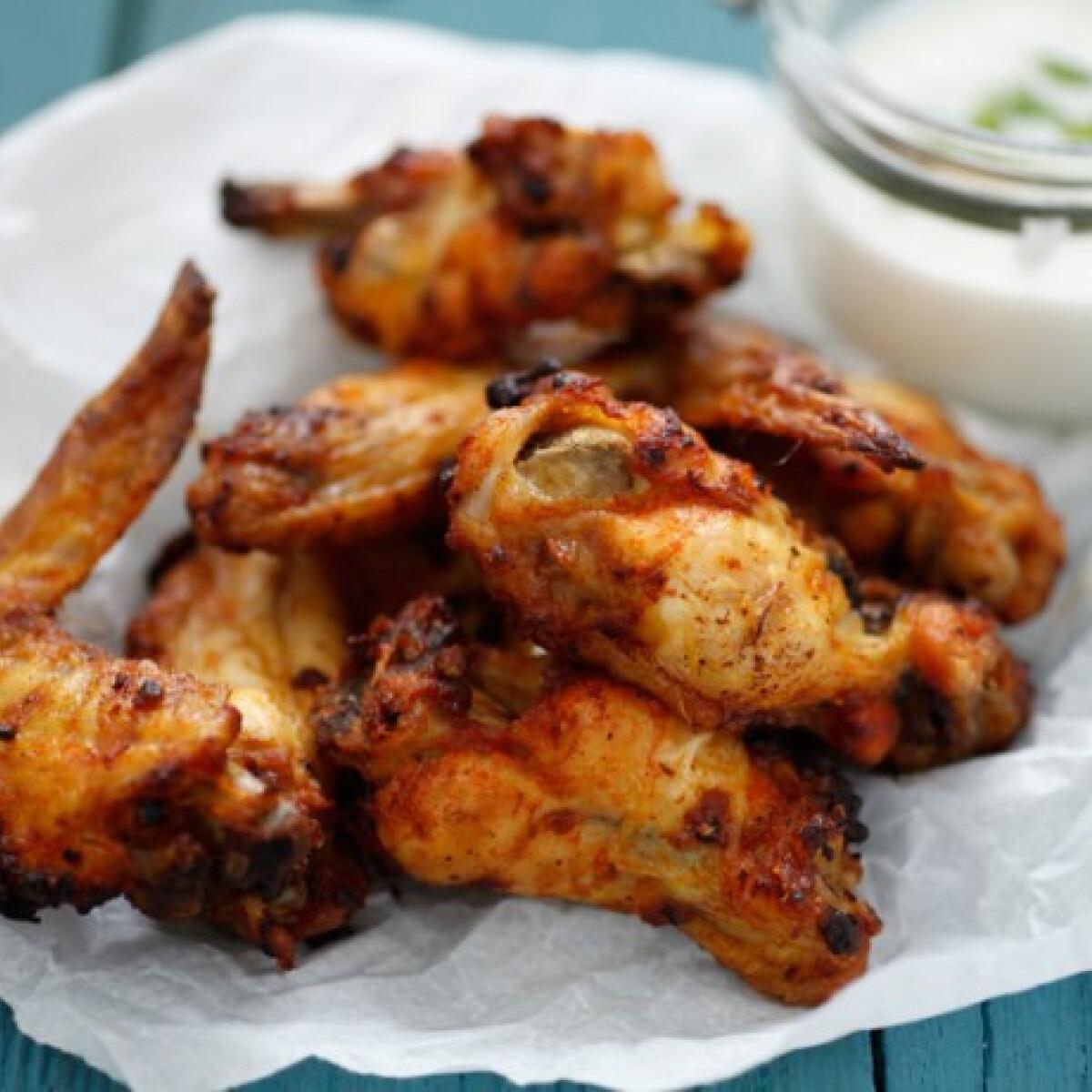 Ezen a képen: Fűszeres-ropogós csirkeszárnyak