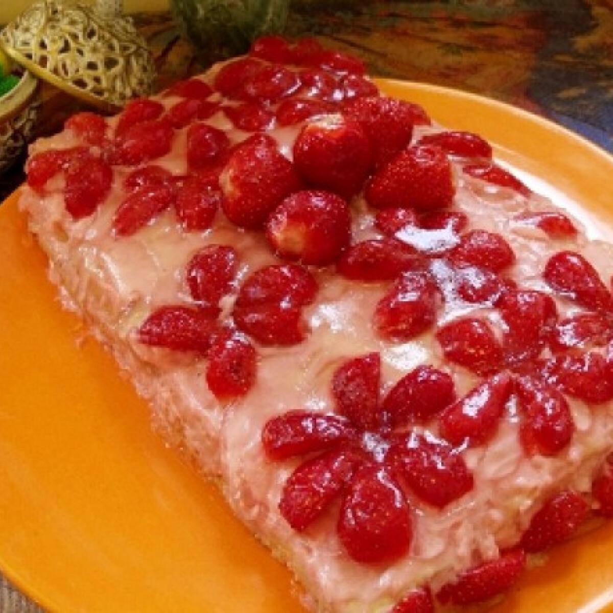 Ezen a képen: Epres sütemény Györgyi konyhájából
