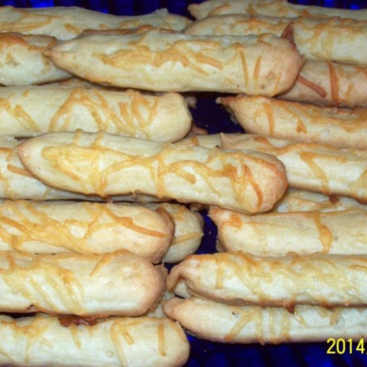 Ezen a képen: Gluténmentes sajtos rudacska
