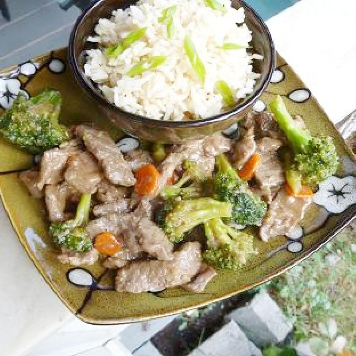 Ezen a képen: Brokkolis marhahús
