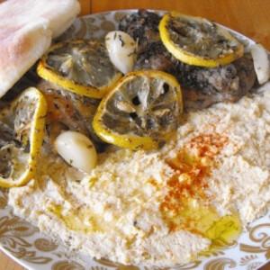 Citromos-kakukkfüves csirkecomb humusszal