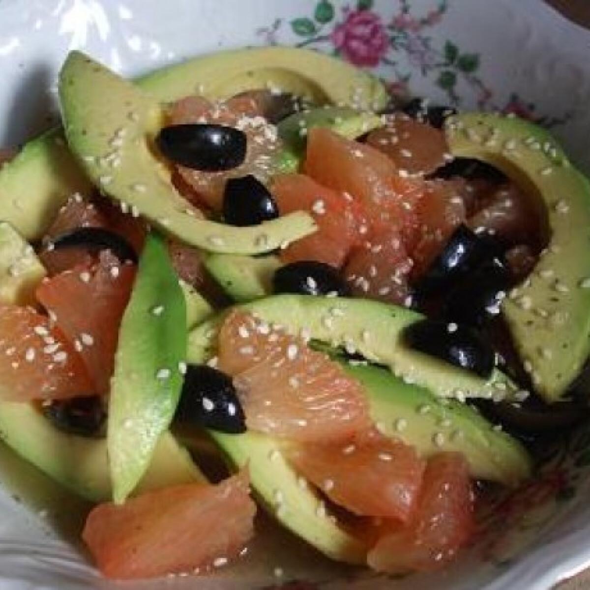 Ezen a képen: Grapefruit - avokádó saláta