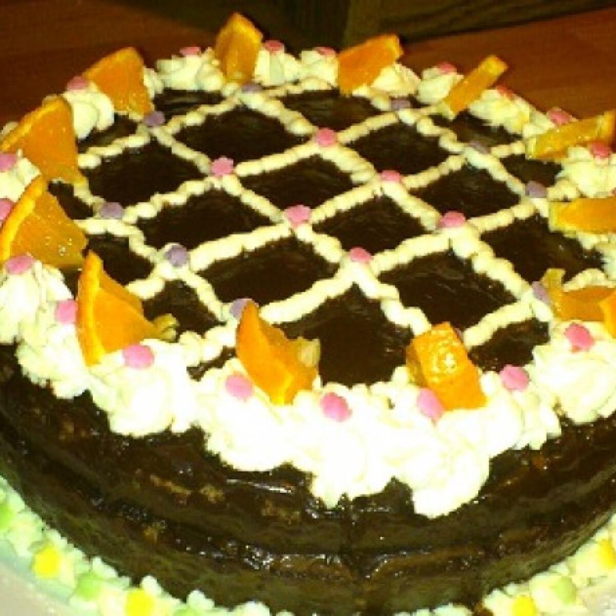 Ezen a képen: Csokitorta vicácska konyhájából