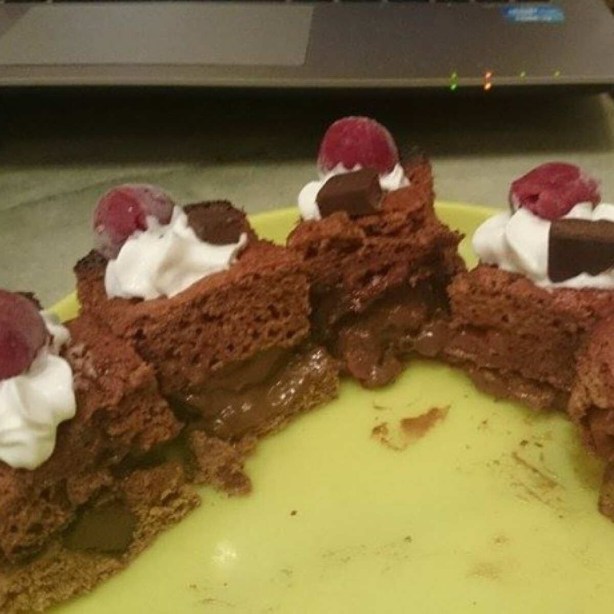 Meggyes-csokis piskóta gluténmentesen