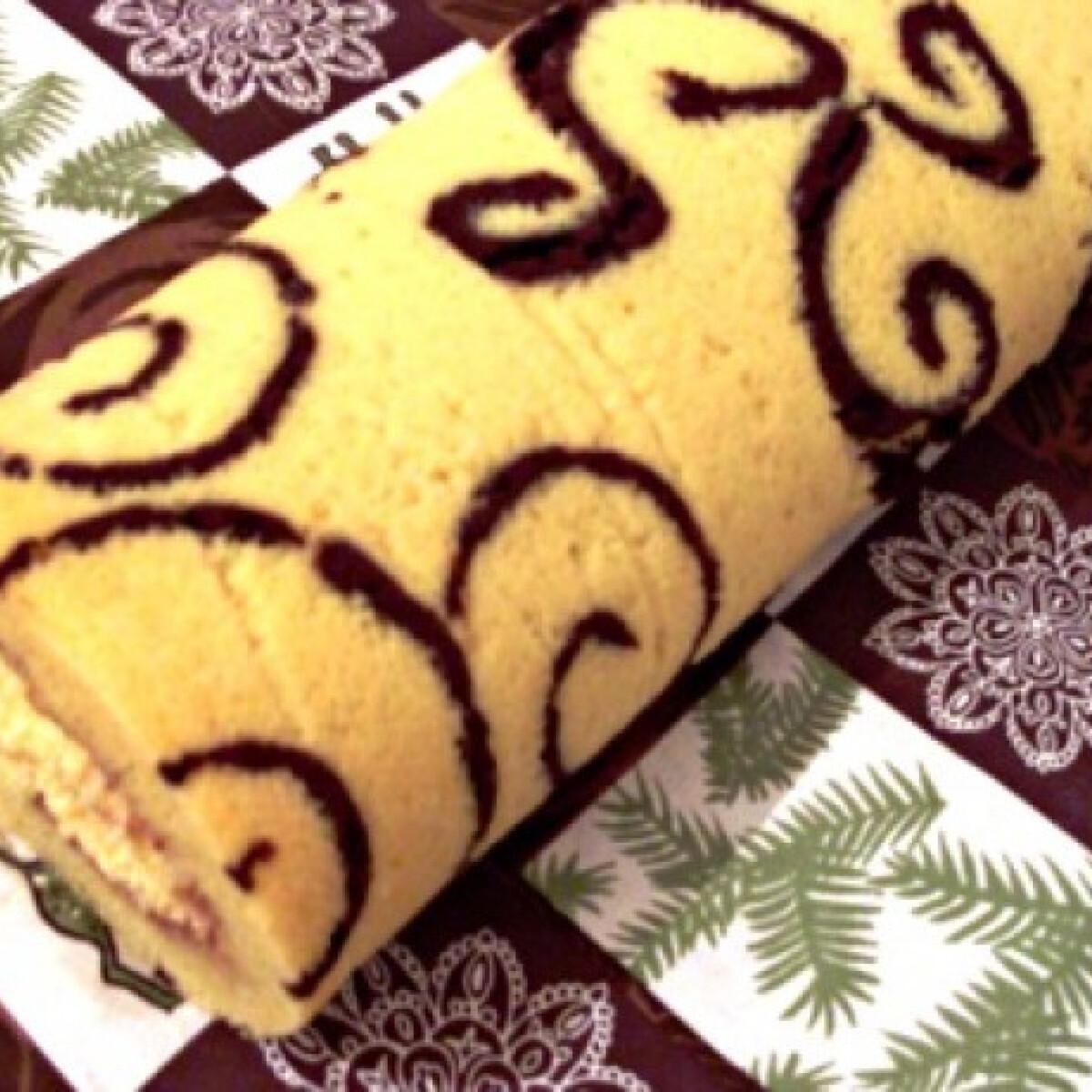 Ezen a képen: Karácsonyi piskótatekercs eperlekvárral