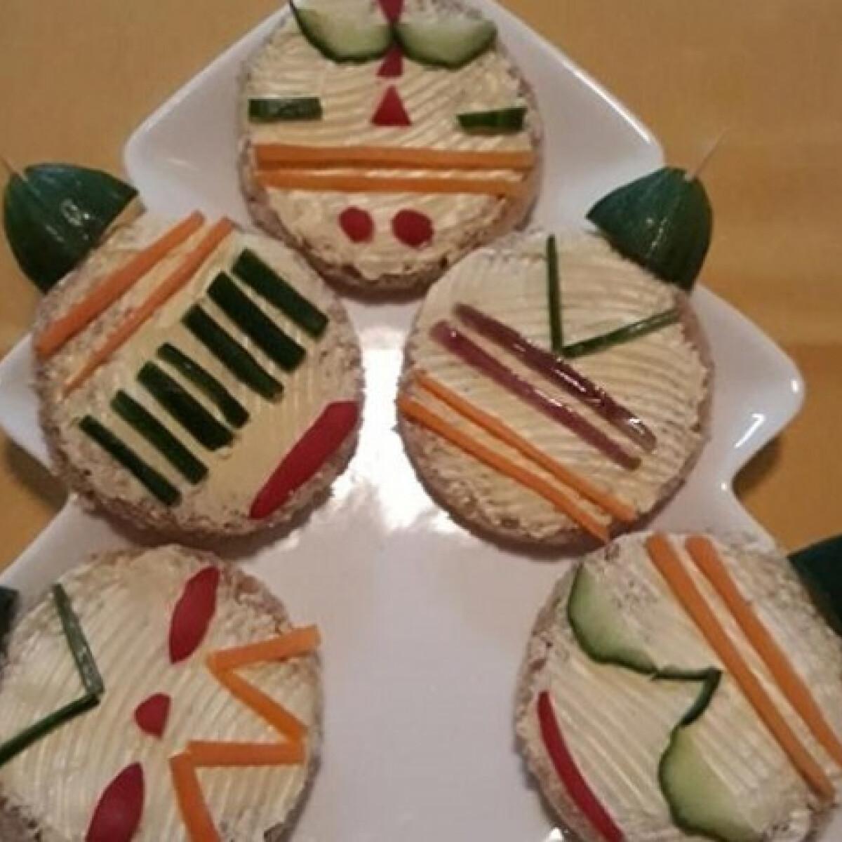 Ezen a képen: Vegetáriánus karácsonyfadísz-szendvics