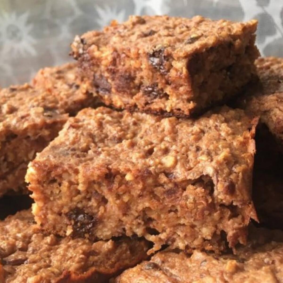 Ezen a képen: Zabos-túrós-csokis kocka diétásan