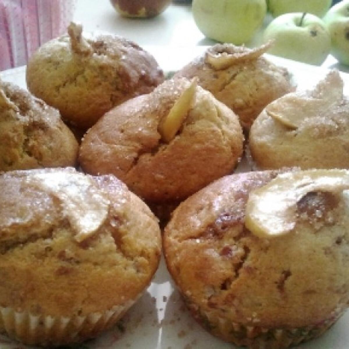 Ezen a képen: Reszelt almás muffin fahéjjal