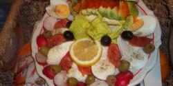 Avokádós-mozzarellás saláta