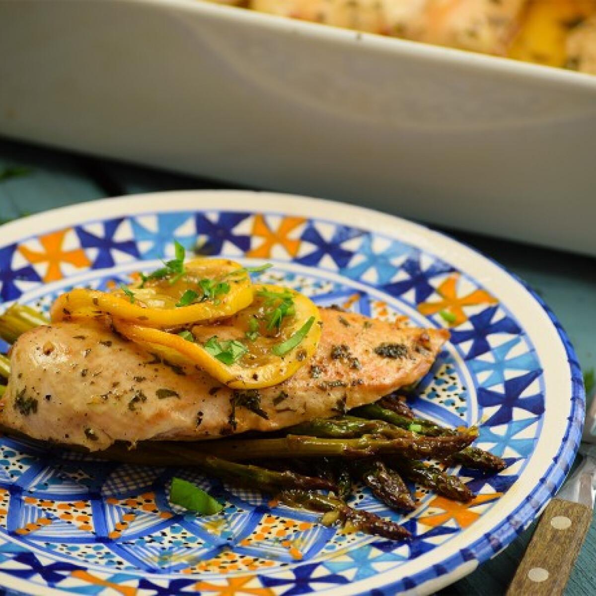 Ezen a képen: Citromos csirke spárgával