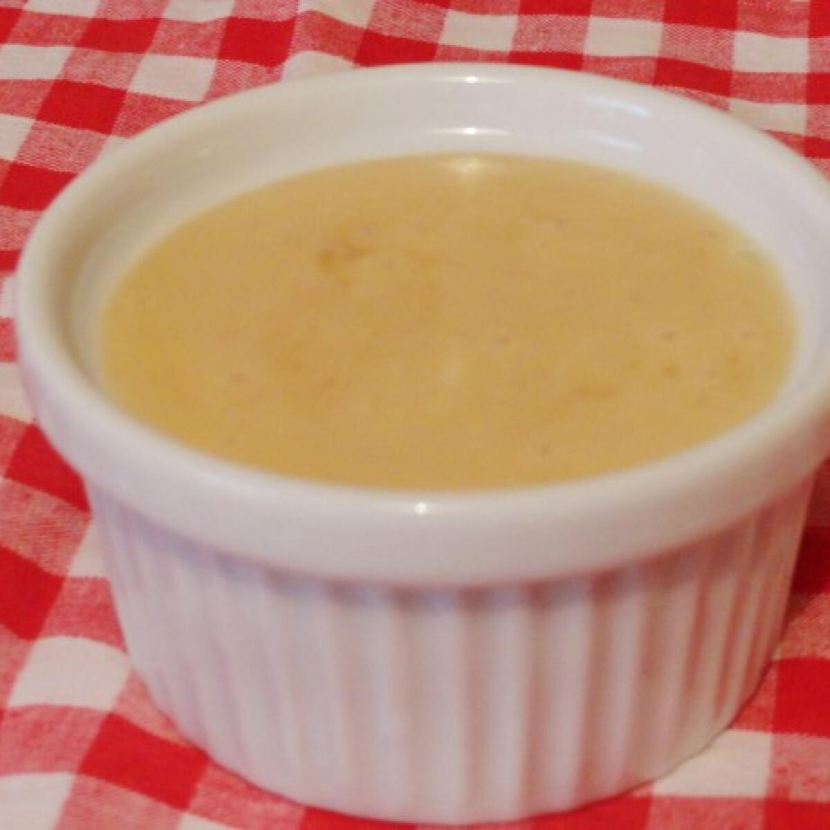 Ezen a képen: Mézes-mustáros salátaöntet Glaser konyhájából