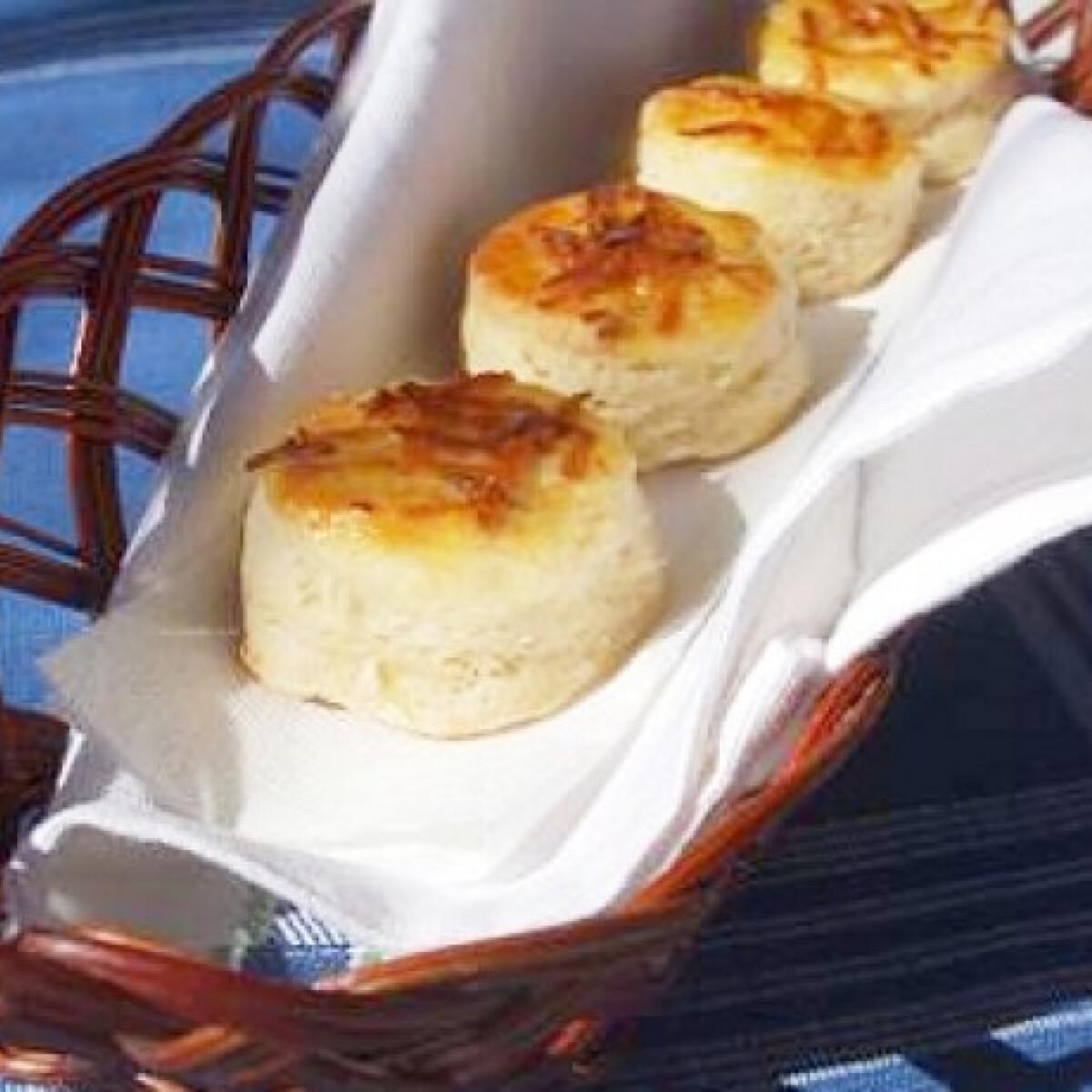 Ezen a képen: Feta sajtos pogácsa
