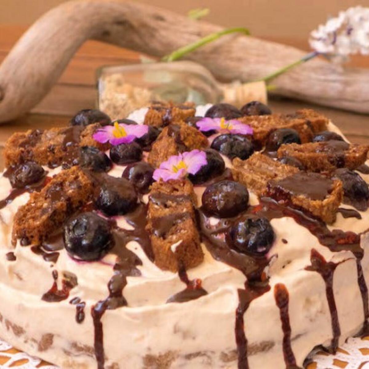 Ezen a képen: Krémes áfonyás fitness torta