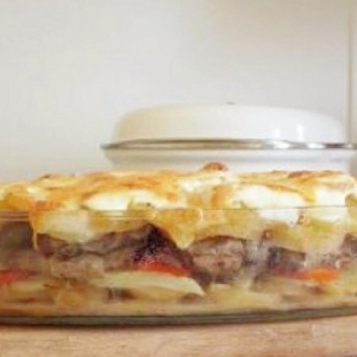 Ezen a képen: Tejfölös-túrós rakottas hús szalonnával