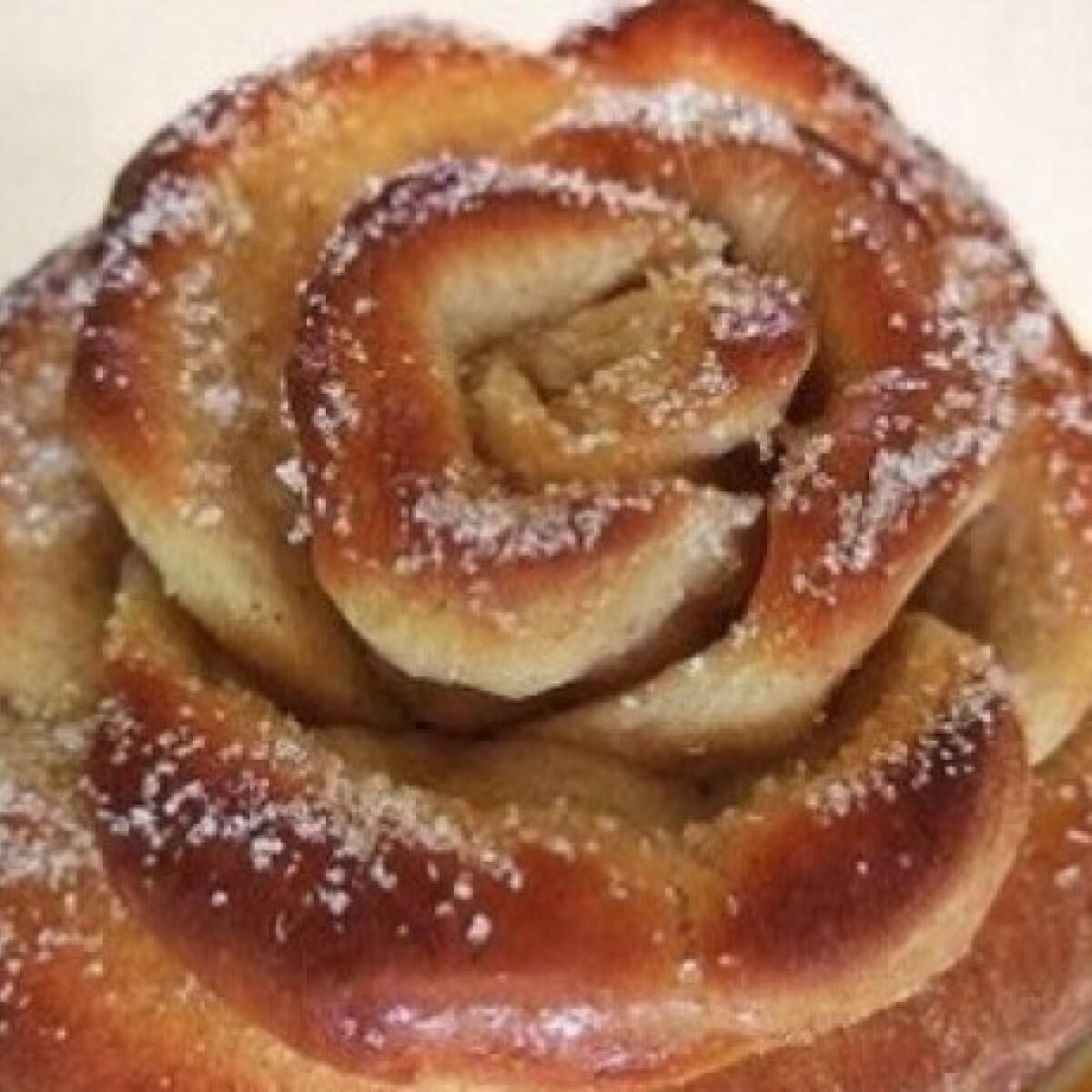 Ezen a képen: Rózsafánk muffinformában