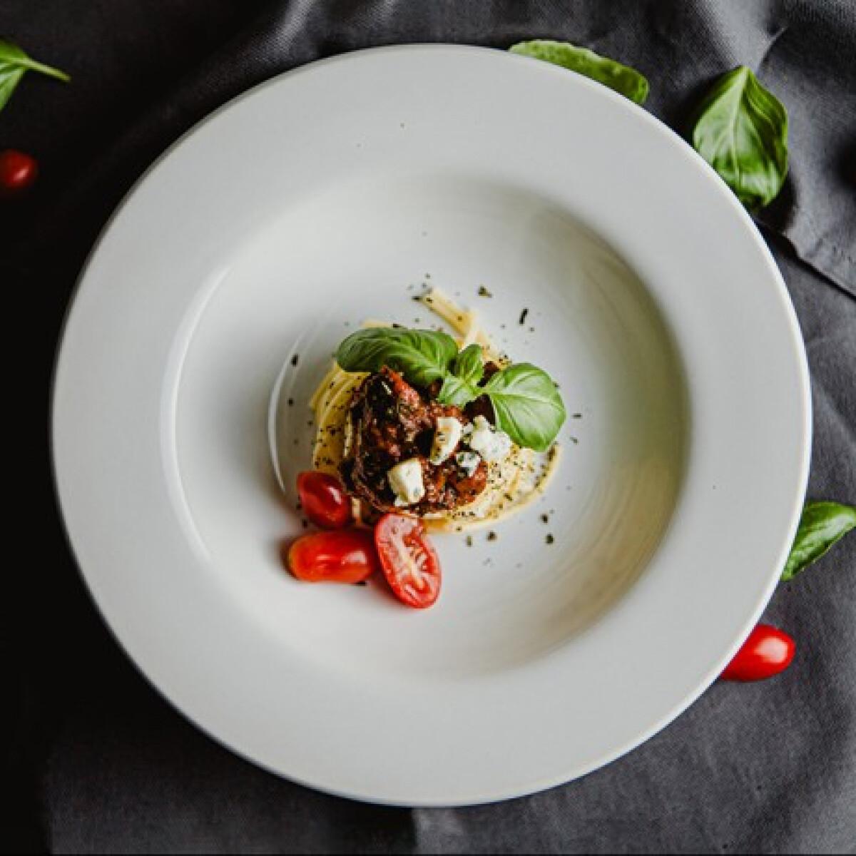 Ezen a képen: Szuper paradicsomos-bazsalikomos tészta