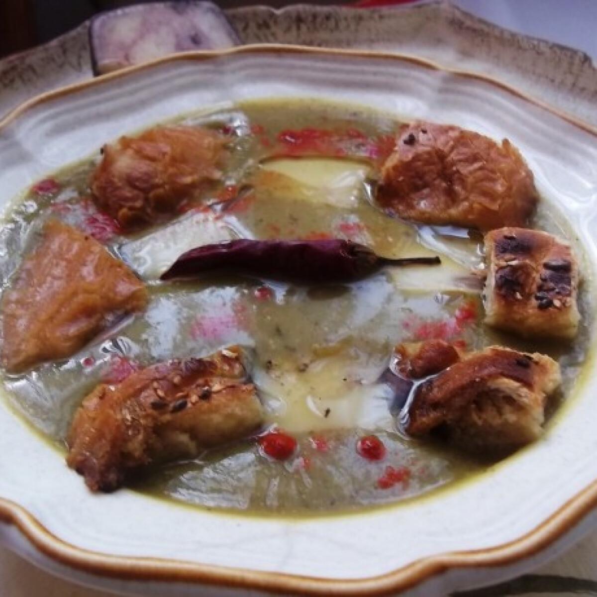 Fehérboros-chilis cukkinikrémleves