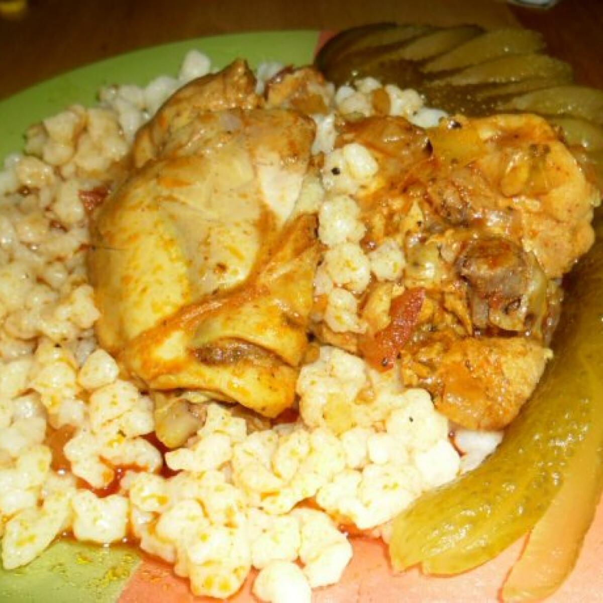 Ezen a képen: Csirkepörkölt nokedlivel helena konyhájából