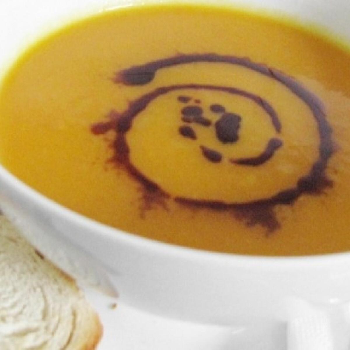 Ezen a képen: Sárgarépakrém-leves Turmix konyhájából