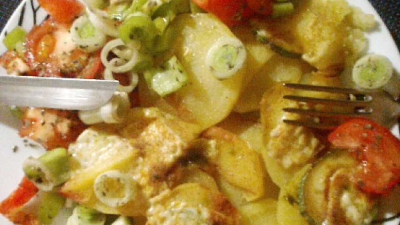 Rakott zöldség bazsalikomos salátával