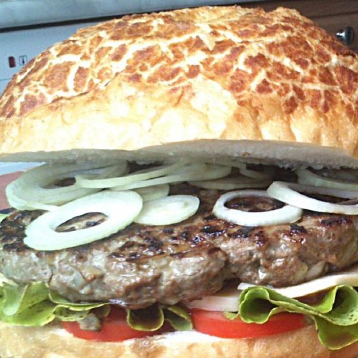 Ezen a képen: Hamburger Norbert konyhájából