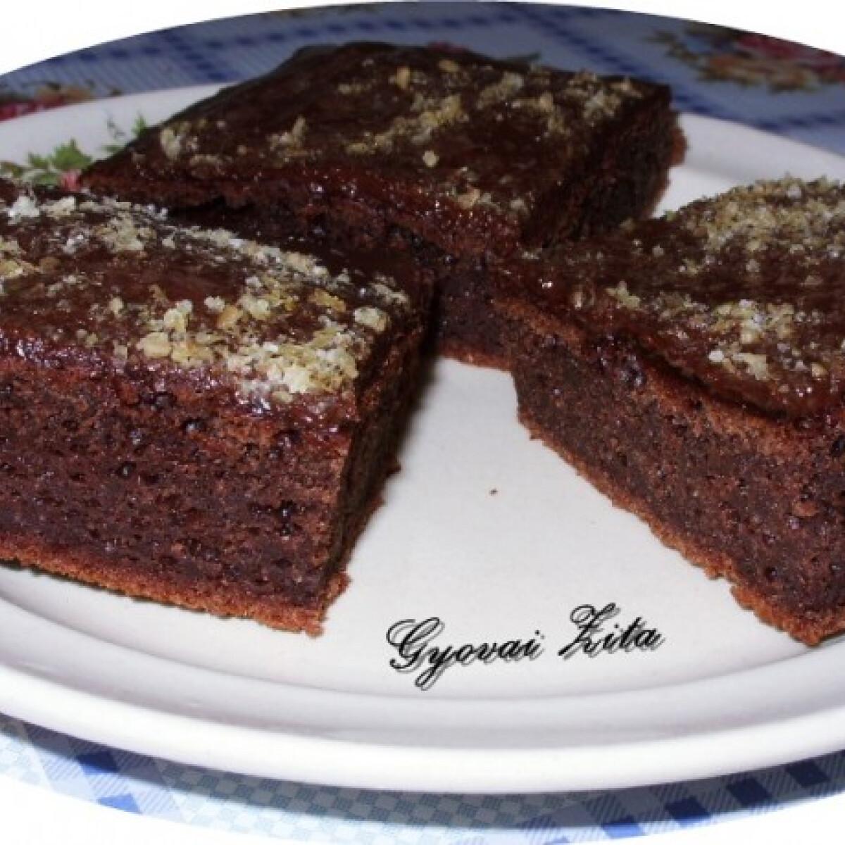 Ezen a képen: Diós-kakaós-lekváros kevert süti