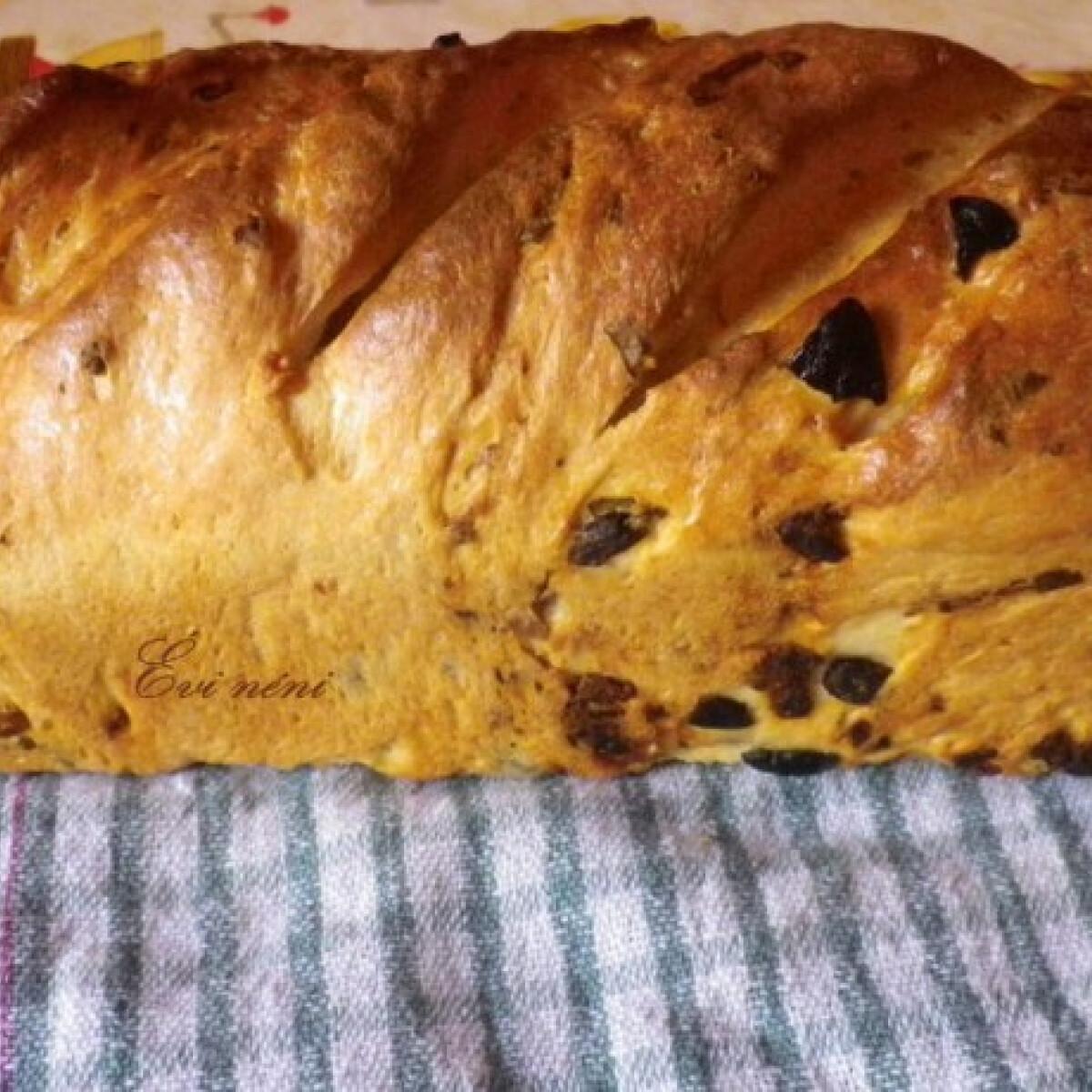 Ezen a képen: Olívás-paradicsomos-hagymás kenyér