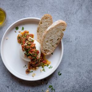 Mozzarella diós sültpaprika-krémmel