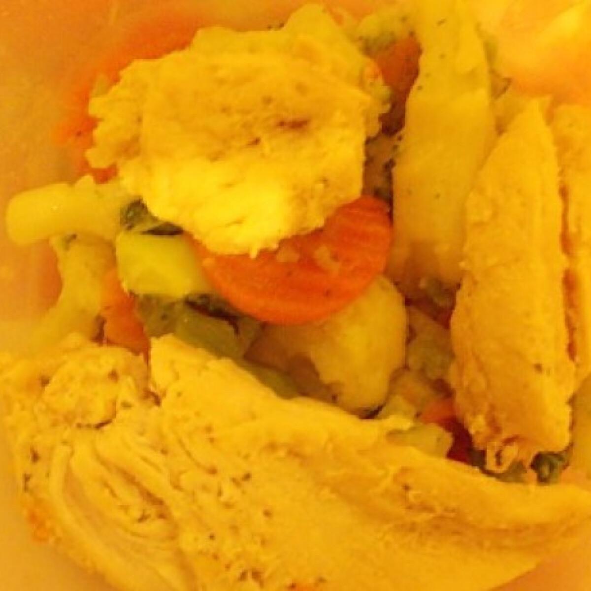 Ezen a képen: Vajas csirkemell zöldséggel