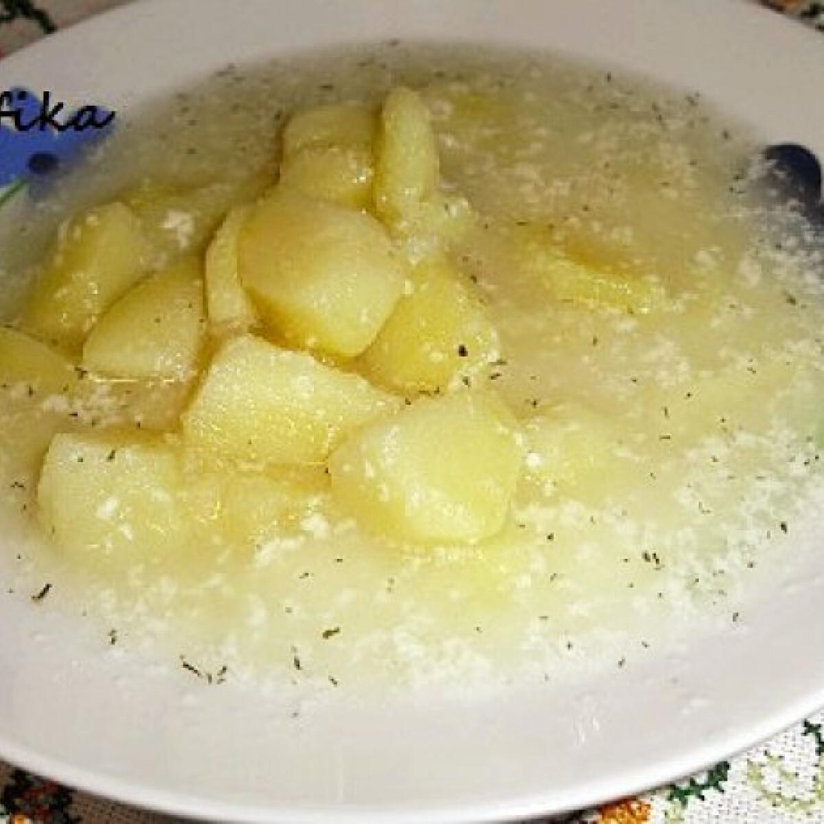 Ezen a képen: Savanyú krumplileves Cafikától