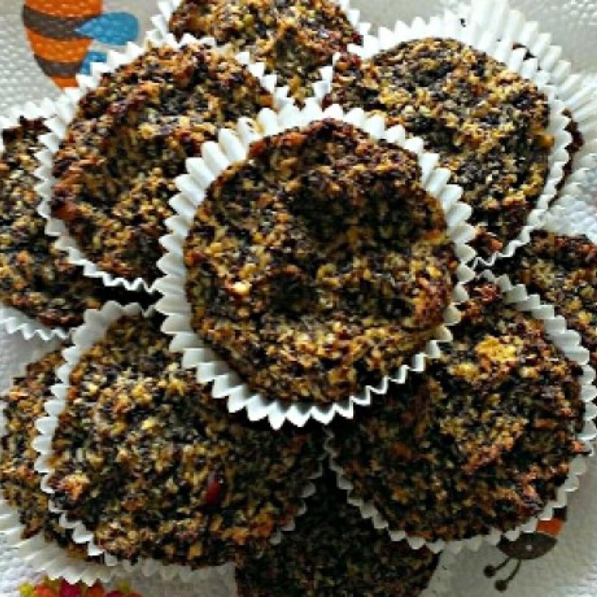 Ezen a képen: Mákos-almás-sárgarépás paleo muffin
