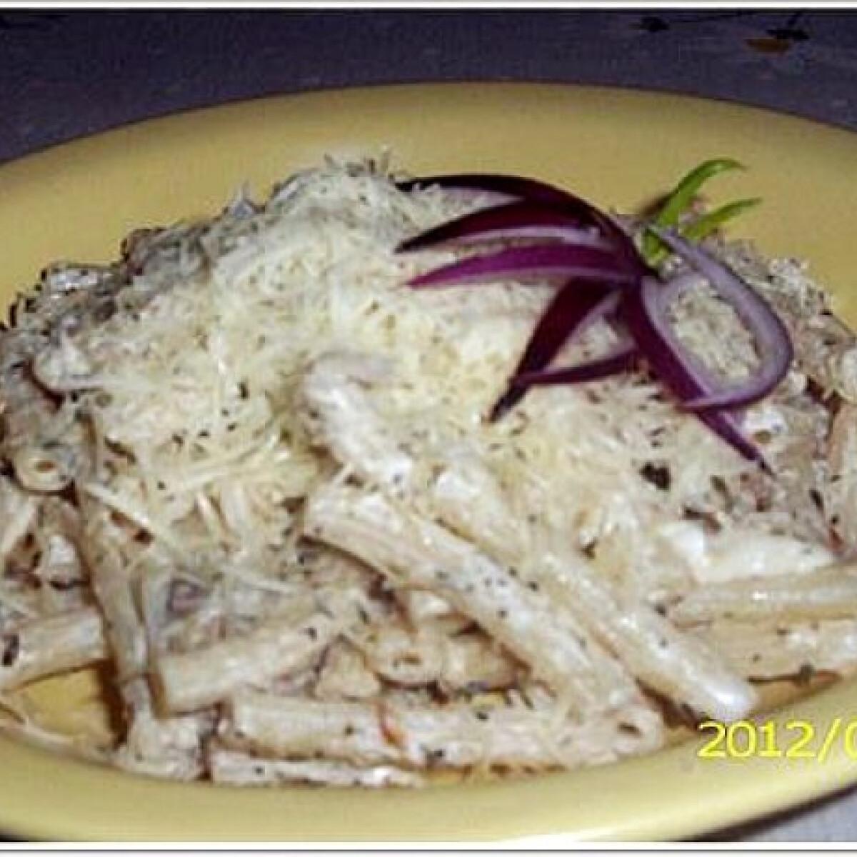Tejszínes-zöldfűszeres tészta