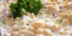 Lilahagymás majonézes kukoricasaláta