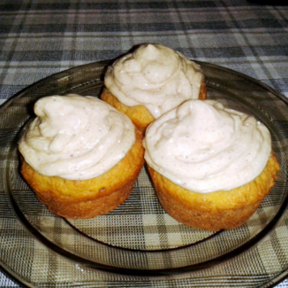 Ezen a képen: Tökös-fűszeres őszi cupcake