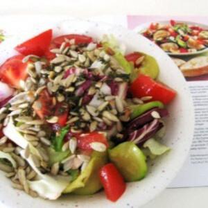 Cukkinis saláta napraforgómaggal