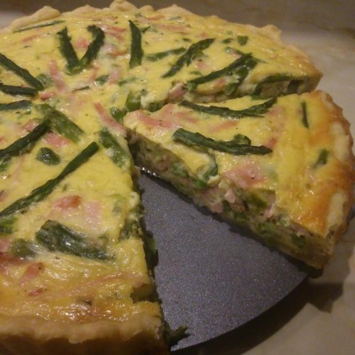 Ezen a képen: Zöldspárgás pite