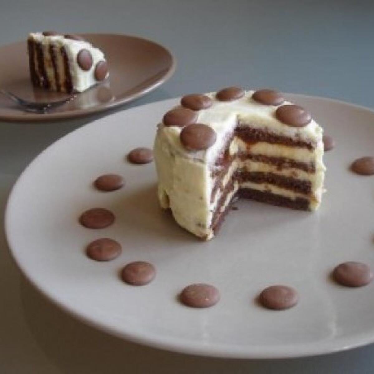 Ezen a képen: Karamellás, mini fehércsokoládé torta