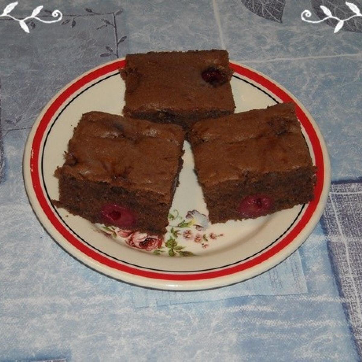 Ezen a képen: Vörösboros meggyes süti