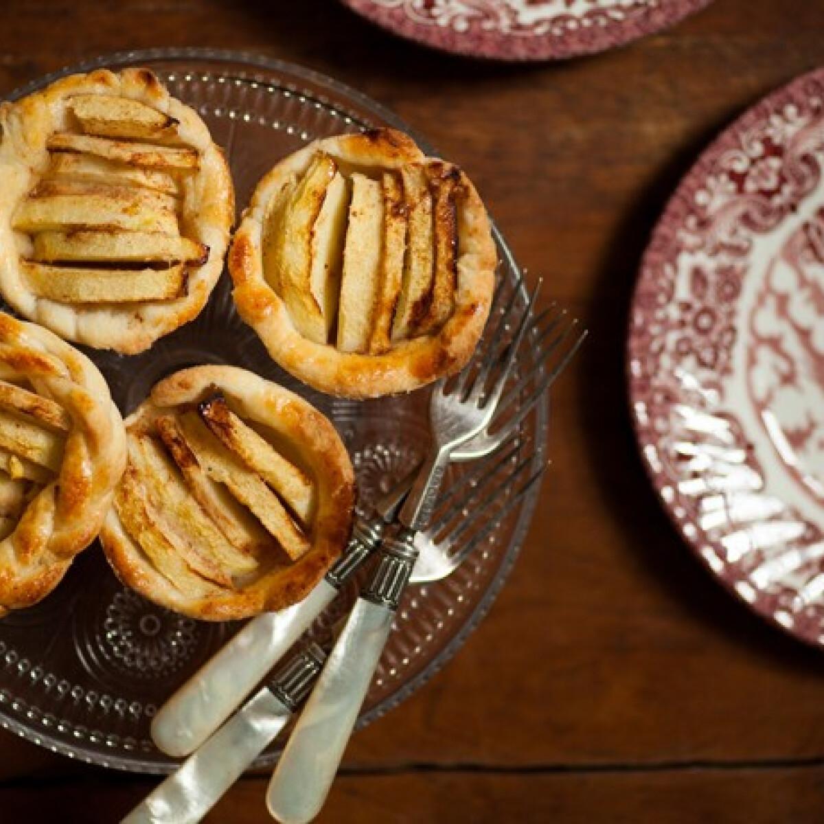 Ezen a képen: Almás kosárkák a muffinsütőből