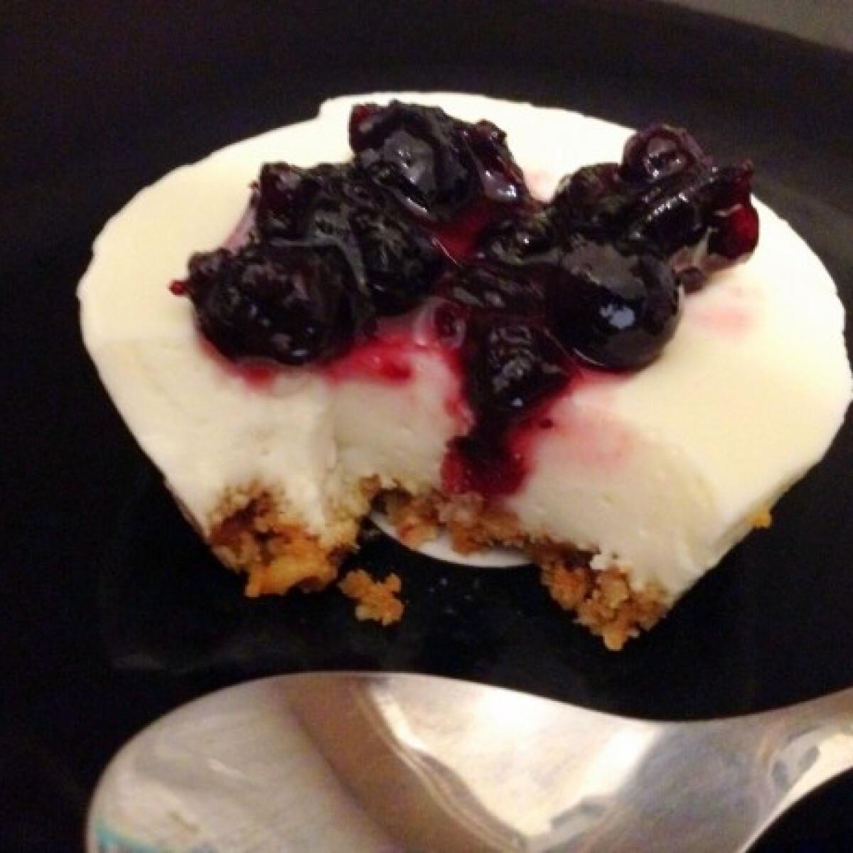 Ezen a képen: Mini sajttorta sütés nélkül